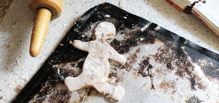 How to Ice Gingerbread Cookies (And A Link-Up)